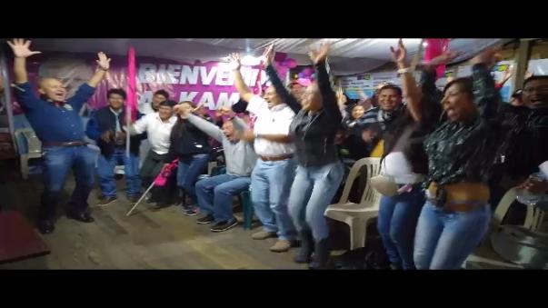 Seguidores y militantes de Peruanos Por el Kambio festejan tras el flash electoral
