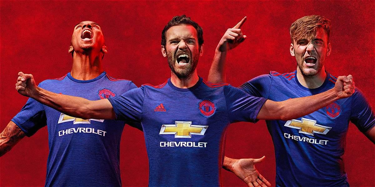 Hace unas semanas el Manchester United presentó la camiseta alterna que usará la próxima temporada.