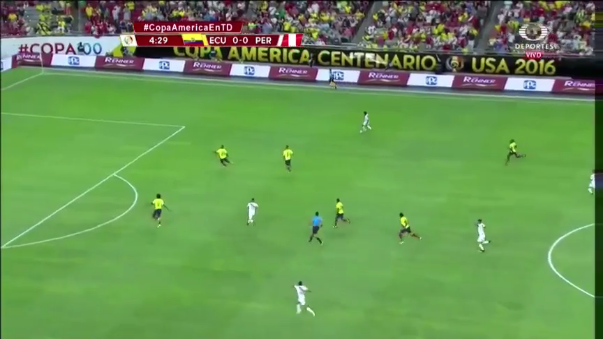 Renato Tapia jugó los 90 minutos en el duelo ante Ecuador