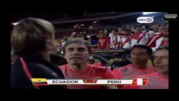 Ricardo Gareca tuvo un altercado con un hincha peruano.