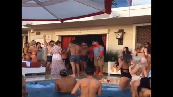 Neymar organizó una fiesta en Las Vegas.