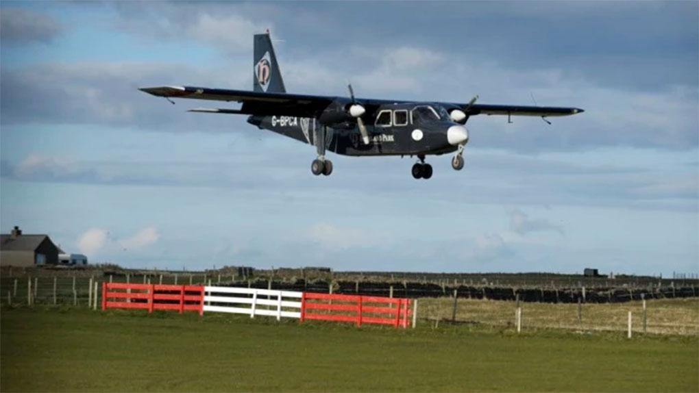 Varios turistas se han interesado por el vuelo comercial más corto del mundo.