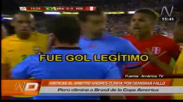 La presión contra el árbitro de Paolo Guerrero y los demás jugadores peruanos.