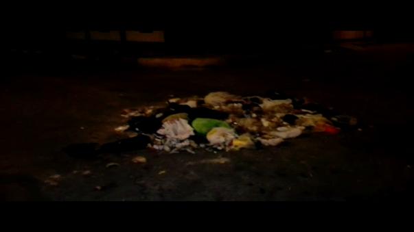 Acumulación  de basura en el cruce de las Avenidas Sucre y Chiclayo en la urbanización Pueblo Joven de Chiclayo.