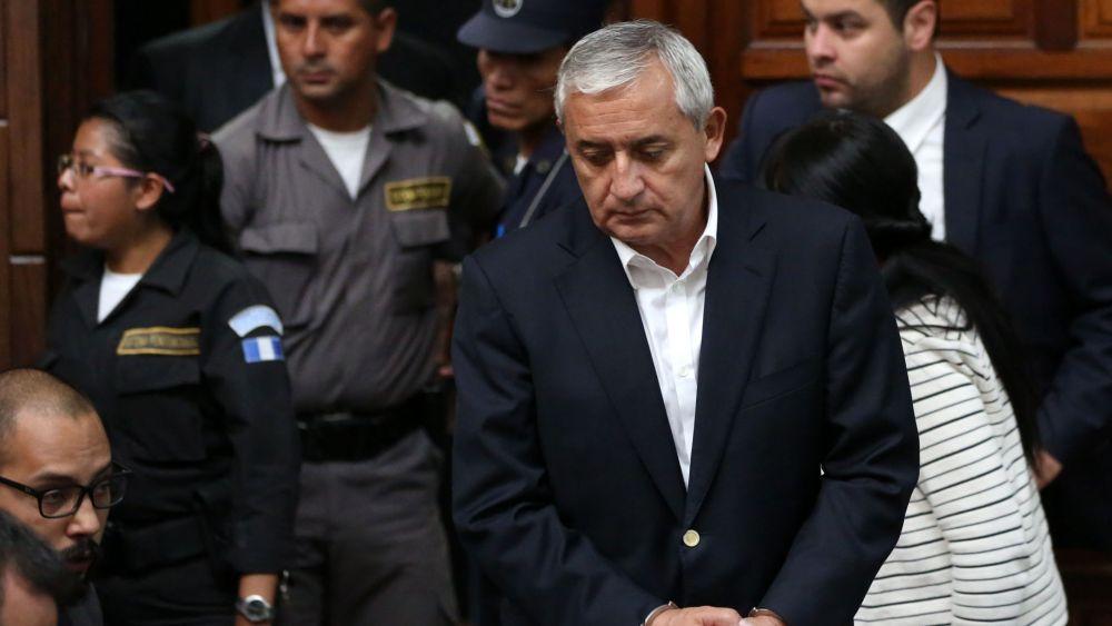 Otto Pérez Molina es sindicado de supuestamente dirigir una estructura criminal que saqueó al Estado entre 2012-2015.