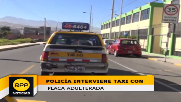 Transitaba con placas adulteradas