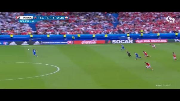 Eurocopa 2016  narrador de Islandia rompe en llanto tras gol de  clasificación 7885260f6d3c7