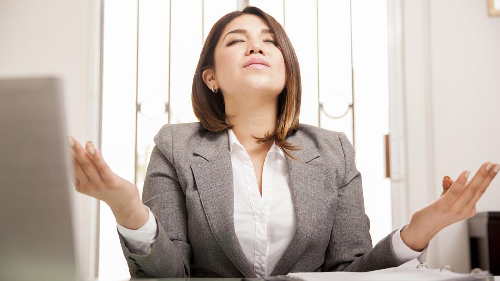 La clave es adoptar la actitud correcta frente a agentes estresores, como la presión del trabajo, los exámenes, o las tareas para la casa.