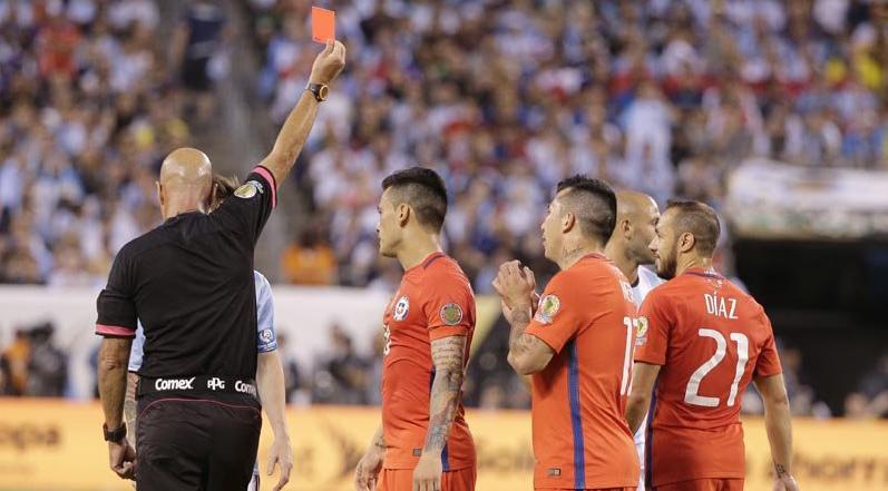 Marcelo Díaz (Chile) y Marcos Rojo (Argentina) fueron expulsados de la final de la Copa América.
