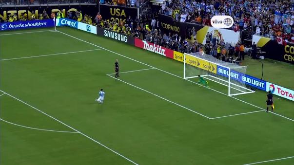 La reacción de Messi tras fallar penal en final de Copa América