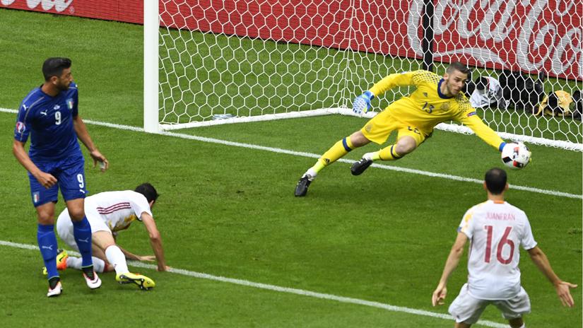 De Gea se mandó una tremenda tapada ante Italia.