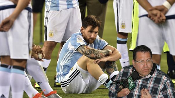 Phillip Butters volvió a aparecer con su crítica fría para el atacante argentino Lionel Messi.