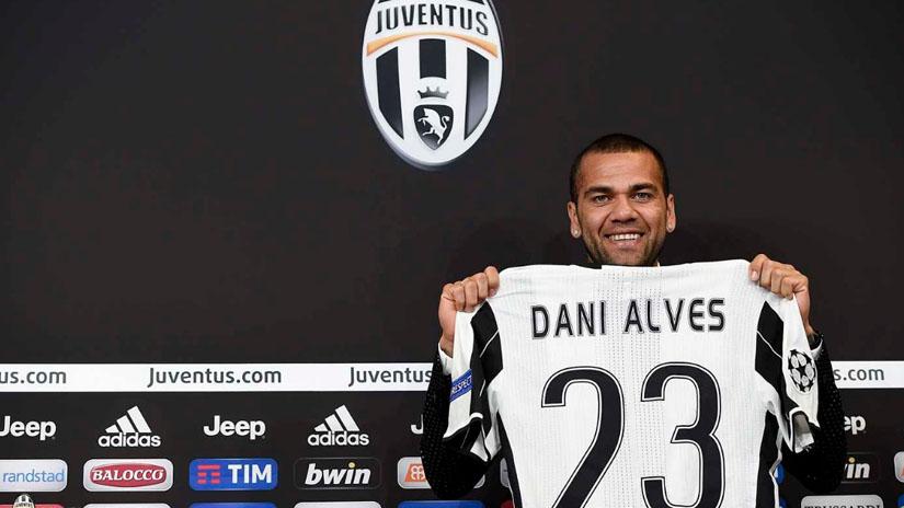 Dani Alves se mostró feliz en su presentación en la Juventus.