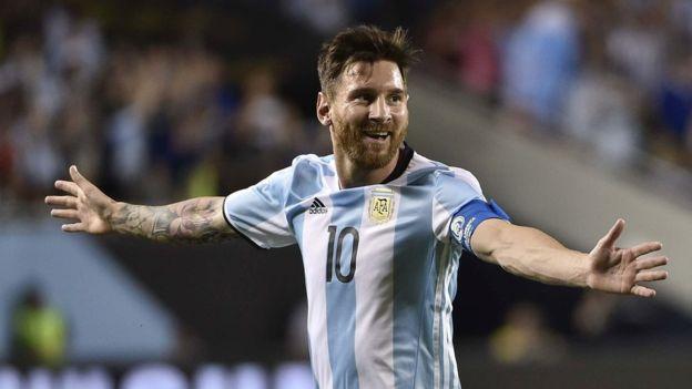 Lionel Messi superó a Gabriel Batistuta como máximo goleador de Argentina.