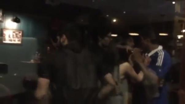 Hinchas chilenos y argentinos se pelearon en bar de Paris tras final