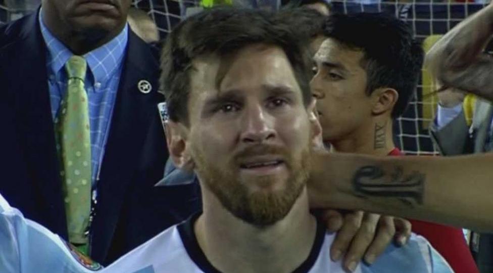 Lionel Messi lloró tras perder la final de la Copa América Centenario.
