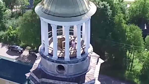 Grigory Zlykh, el dueño del drone, subió el video a YouTube donde ha dado la vuelta al mundo.