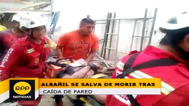 Los bomberos lo atendieron y trasladaron a emergencia del Hospital Belén.