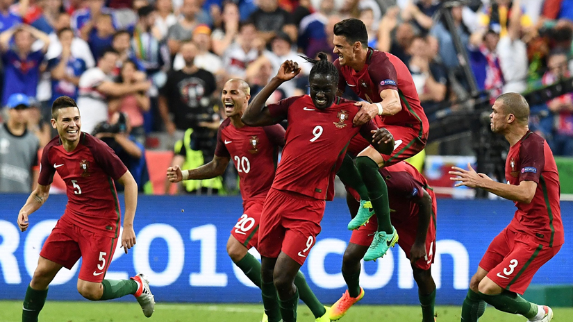 Éder celebra su gol en la final de la Euro.