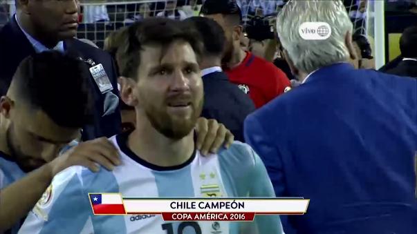 Lionel Messi lloró desconsoladamente tras perder la final de la Copa América Centenario el 26 de junio ante Chile en la tanda de penales (4-2).