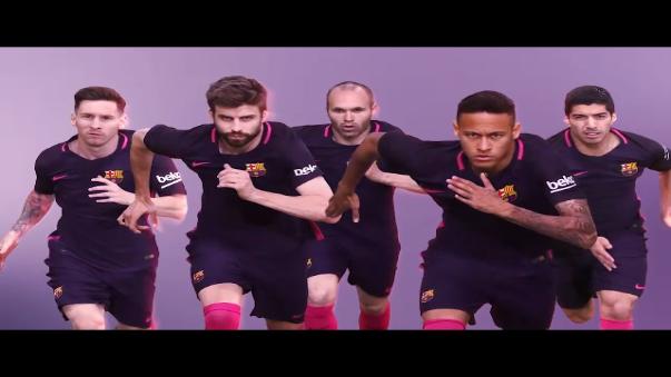 Esta es la promoción que Barcelona grabó para su camiseta púrpura.