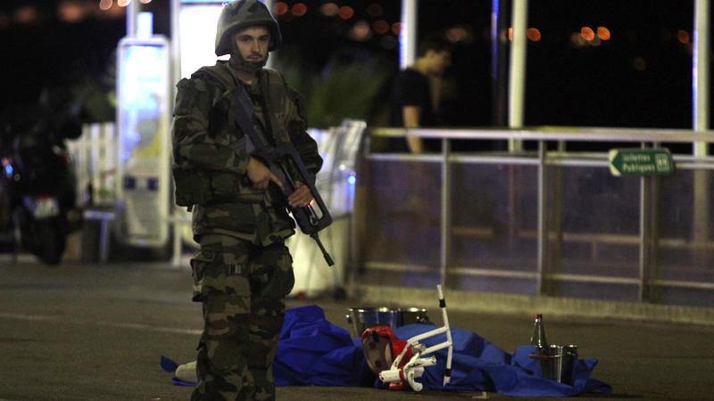 El presidente francés, François Hollande, prolongará el estado de emergencia, que debía expirar el próximo 26 de julio, tres meses más.