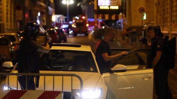 En este video se observa a la Policía francesa ultimando al atacante, que arrolló a decenas de personas con su camión.