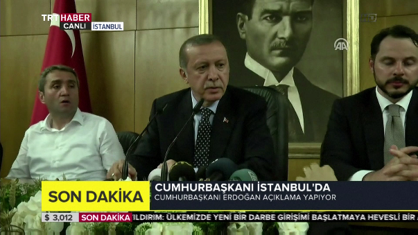 Erdogan regresa a Estambul y se pronuncia sobre el golpe de Estado cometido en su contra.