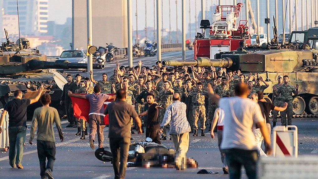 Se ha decretado la Ley Marcial en las calles de Ankara tras el golpe de Estado en Turquía contra el gobierno de Recep Tayyip Erdogan.