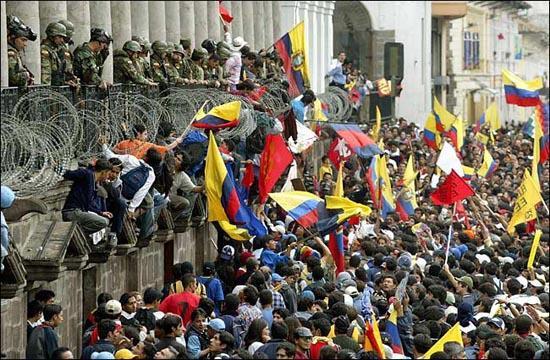 El golpe fue apoyado por las comunidades indígenas, partidos de izquierda, el Ejército y gran parte de la población.