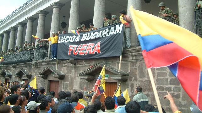 Lucio Gutiérrez, exmilitar, había apoyado el golpe militar del 2000. Fue derrocado en otro golpe, esta vez impulsado por los ciudadanos.