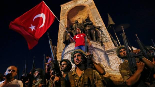 El intento de golpe en Turquía fue apagado por los militares leales al gobierno, policía y ciudadnoos turcos