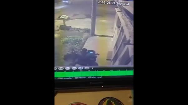 El video registra el preciso instante cuando un delincuente roba una motocicleta en la avenida Pastor Sevilla en San Juan de Miraflores