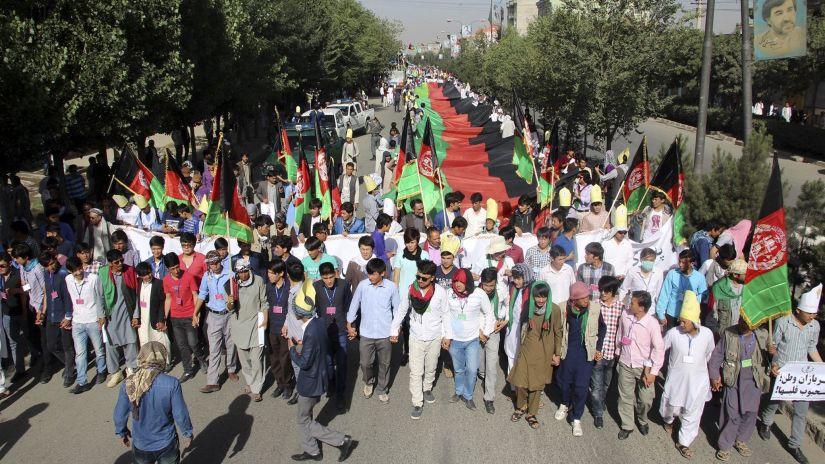 La marcha transcurría con tranquilidad cuando 3 terroristas la atacaron. De estos, solo uno logró hacer estallar su carga.