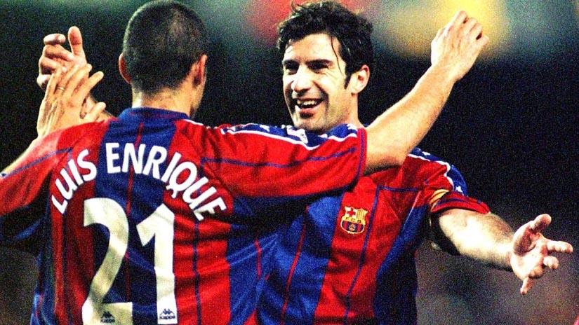 Así recibieron a Luis Figo en el Camp Nou tras fichar por el Real Madrid.