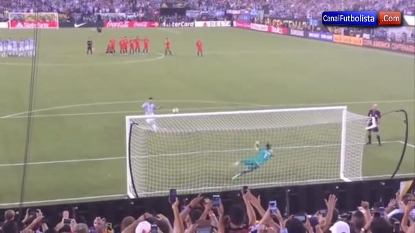 La 'Pulga' Lionel Messi falló un penal clave en la final de la Copa América Centenario.