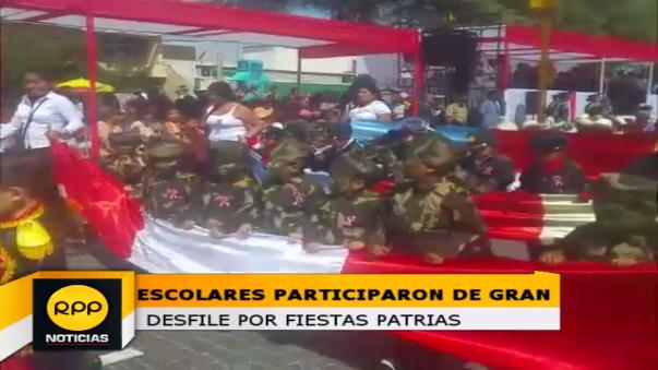 Escolares realizan colorido desfile por fiestas patrias
