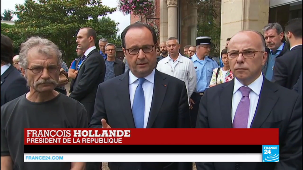 François Hollande se reunió con la familia del sacerdote y con los secuestrados.