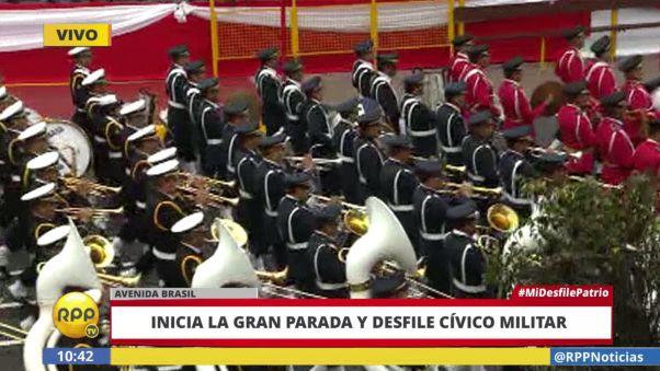 La banda del Ejército Nacional del Perú inauguró el desfile