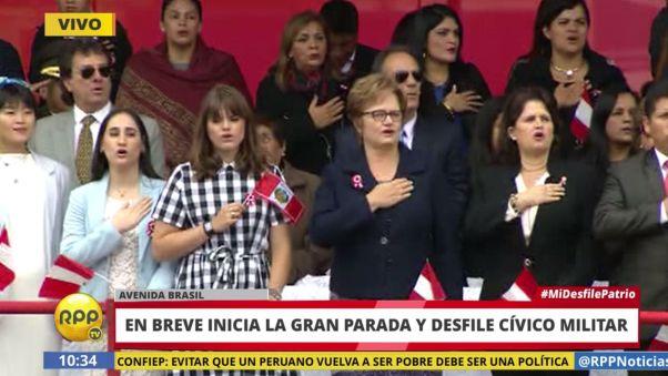 La esposa y las hijas de PPK también cantaron el Himno Nacional del Perú.
