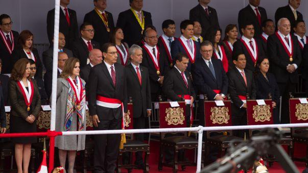 Los vicepresidentes, ministros y congresistas ya están en el estrado oficial.