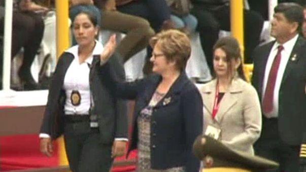 La primera dama Nancy Lange llegó al desfile y saludó a todos los presentes en el estrado oficial.