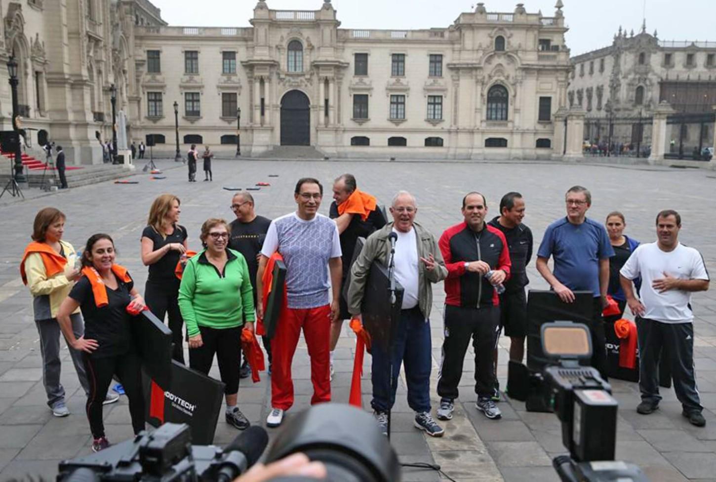 PPK y ministros en rutina de ejercicios