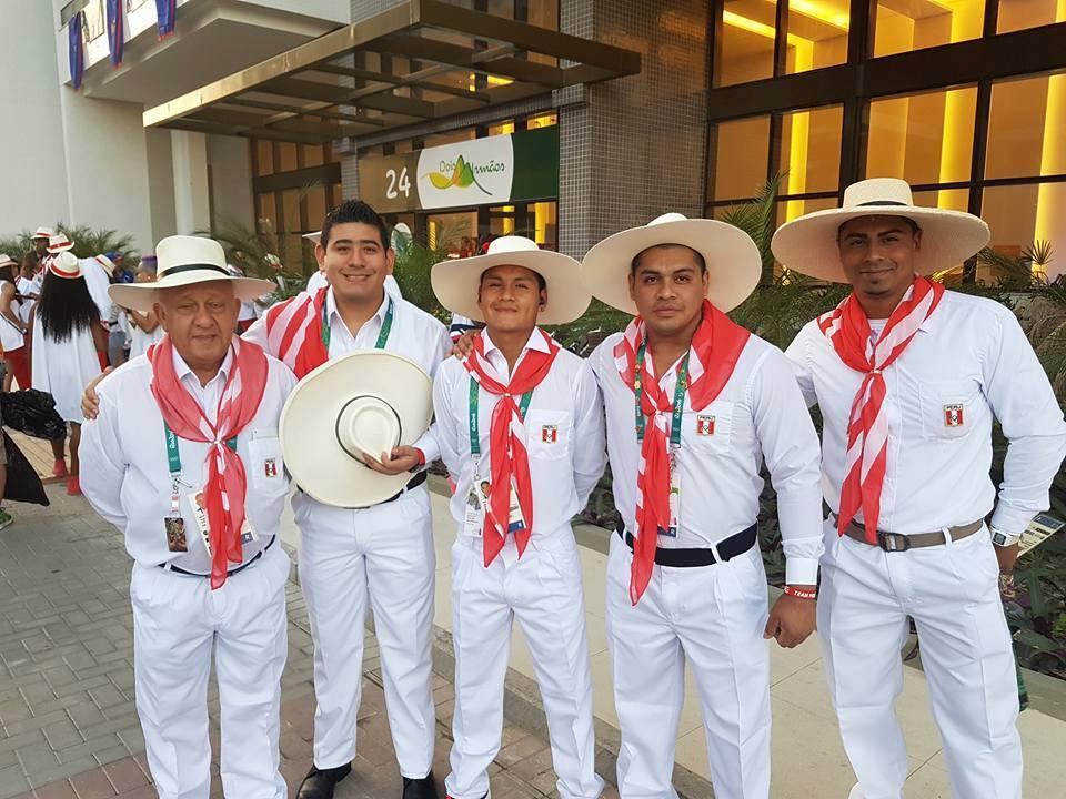 El pesista Hernan Viera compartió en su Facebook el atuendo que lucirá la delegación peruana al momento del desfile.