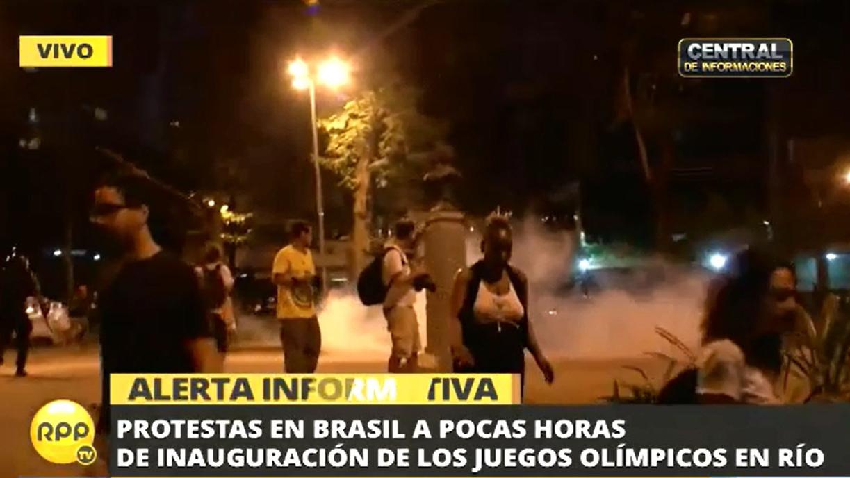 Las protestas obligó al Comité Organizador de Río 2016 a cambiar el recorrido de la antorcha olímpica pocas horas antes de la inauguración de los juegos.