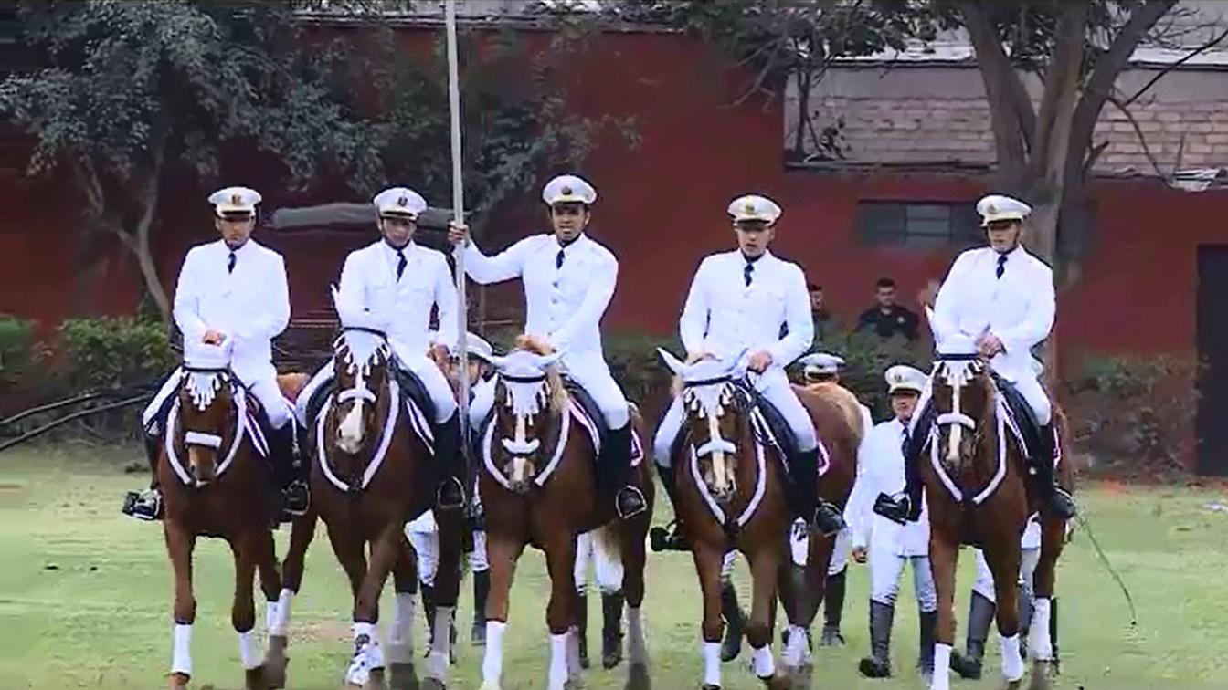 El Cuadro Blanco de la Policía Nacional realizó demostraciones acrobáticas.