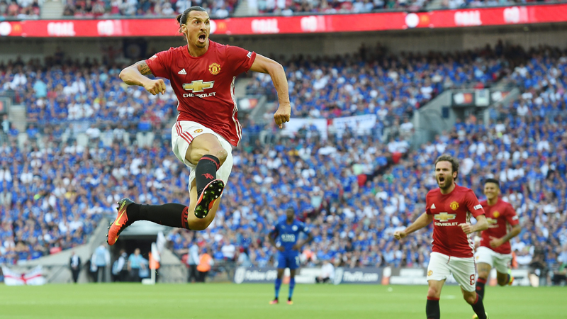 Manchester United ganó su primer título bajo la dirección de José Mourinho.