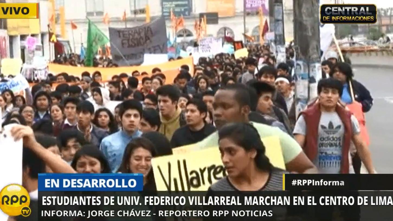 Los estudiantes marcharon por el centro de Lima exigiendo que la Asamblea Universitaria Transitoria publique la lista de las autoridades interinas de esa casa de estudios.