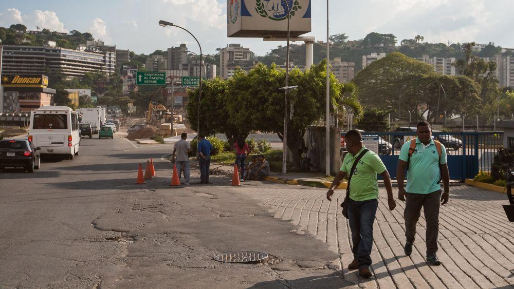 En octubre de 2015, Nicolás Maduro decidió prorrogar sesenta días más el estado de excepción en el limítrofe estado de Táchira que había estaba vigente desde agosto del mismo año junto al cierre de la frontera con Colombia.
