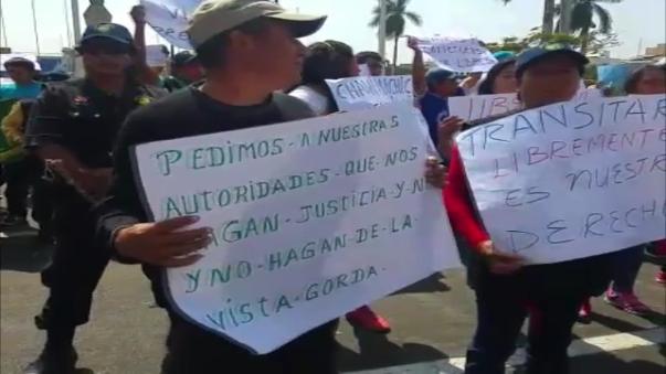 Diversos gremios y asociaciones civiles protestaron por el cierre de un camino alterno para emergencias en Susanga. provincia de Virú.